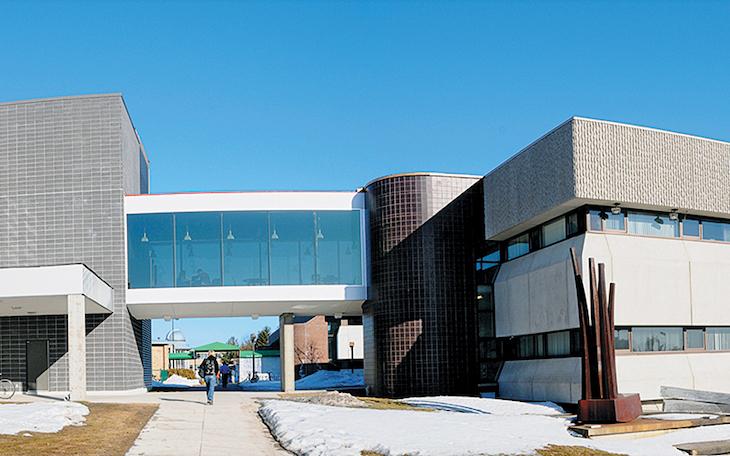 Rent a charter bus for your university campus tour of Universite du Quebec a Trois Rivieres.