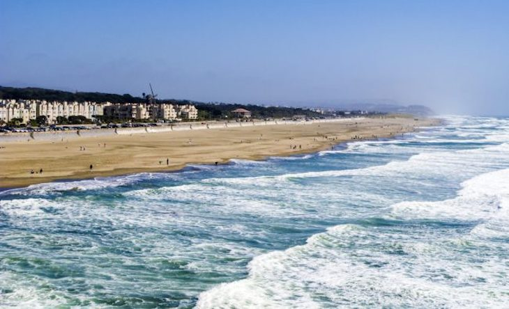 Rent a charter bus to Ocean Beach, San Francisco.