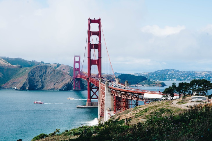 San Francisco charter bus rentals to the Golden Gate Bridge.