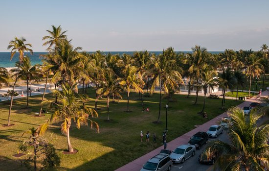 Rent a Miami bus to Lummus Park.