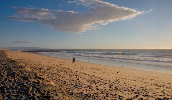 Los Angeles charter bus rentals to Dockweiler State Beach.