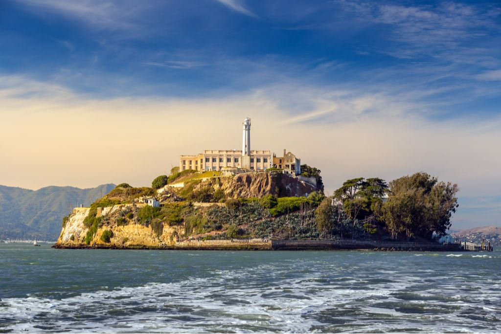 Charter a bus to Alcatraz Island