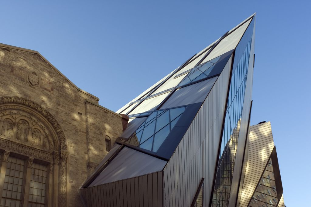 Charter a bus to Royal Ontario Museum